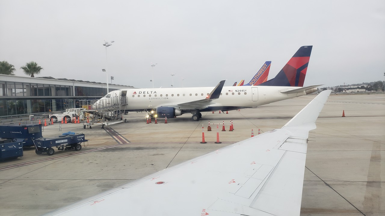 Review Of American Airlines Flight From Long Beach To