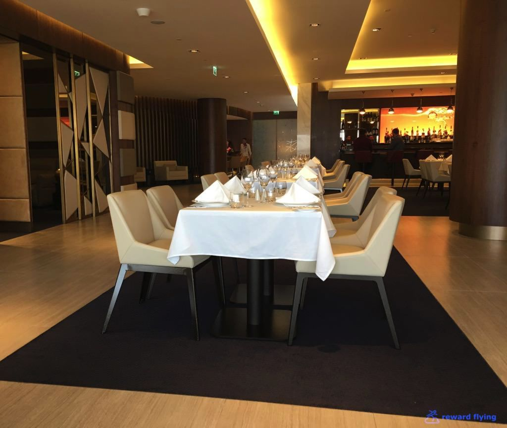 Dining Room Attendant: Review Of Etihad Airways Flight From Doha To Abu Dhabi In