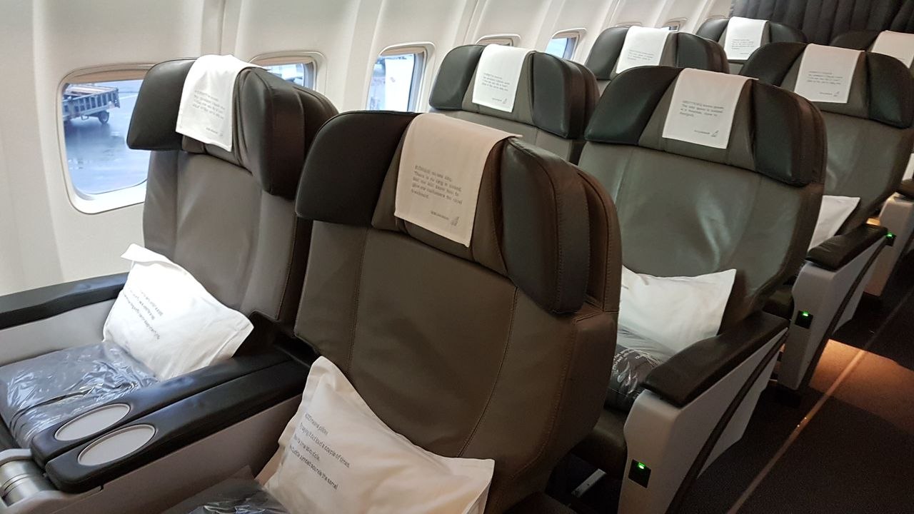 Review Of Icelandair Flight From Reykjavík To Toronto In Business