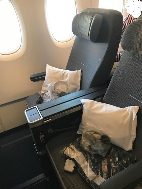 Enjoyable Review Of Lufthansa Flight From Miami To Frankfurt In Gmtry Best Dining Table And Chair Ideas Images Gmtryco