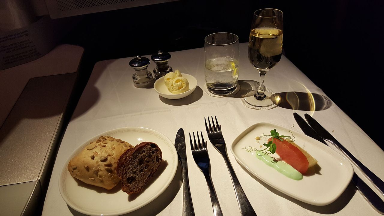 photo ba-f-onboard-meal-2