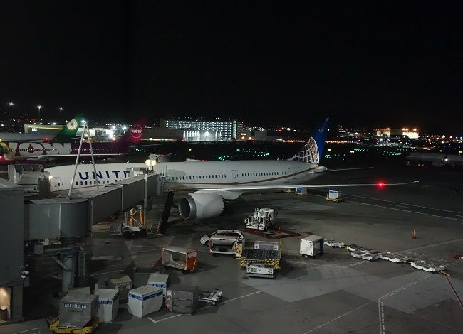 Review of United flight from San Francisco to Singapore in Economy