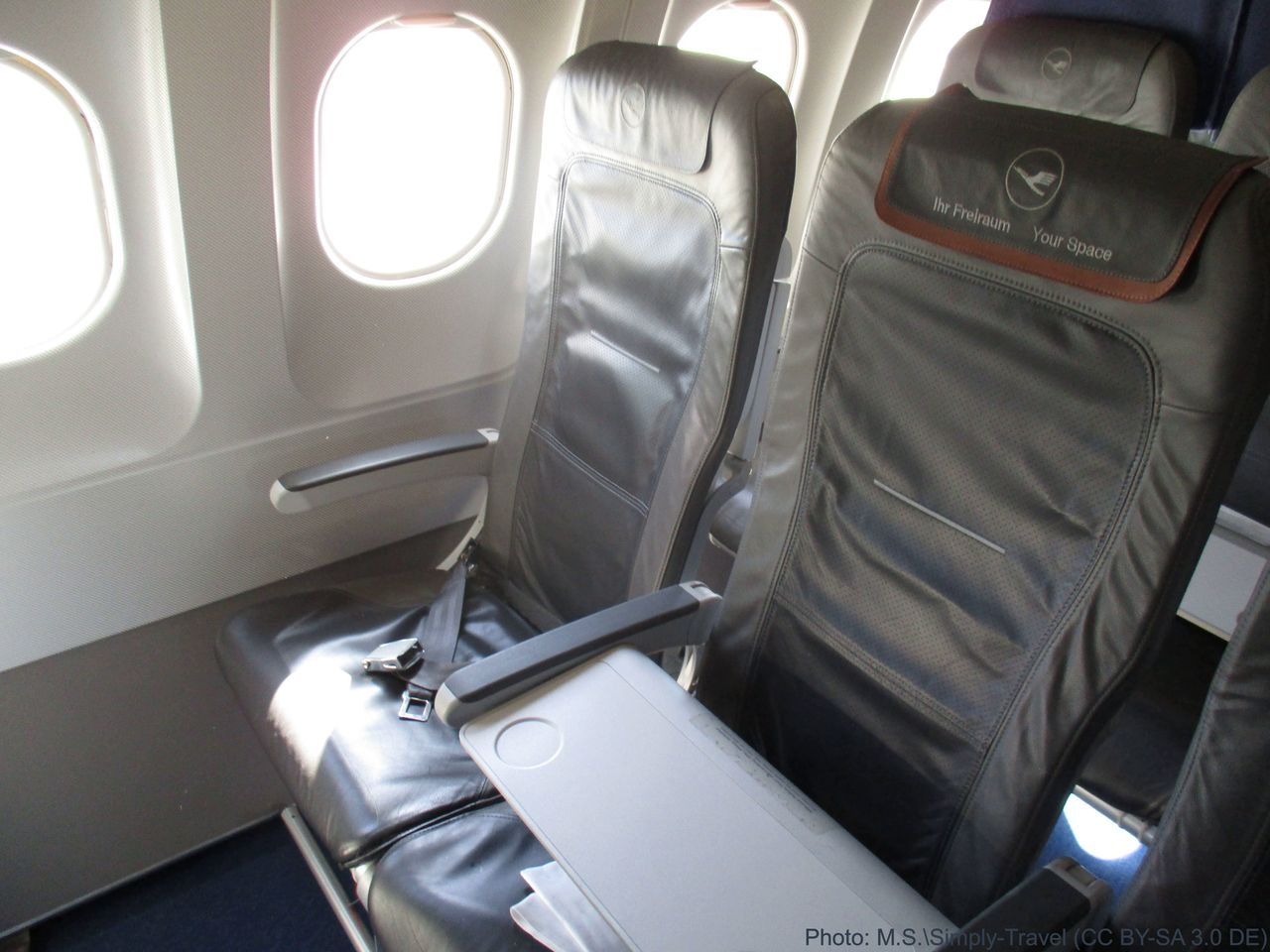 review of lufthansa flight from barcelona to munich in. Black Bedroom Furniture Sets. Home Design Ideas