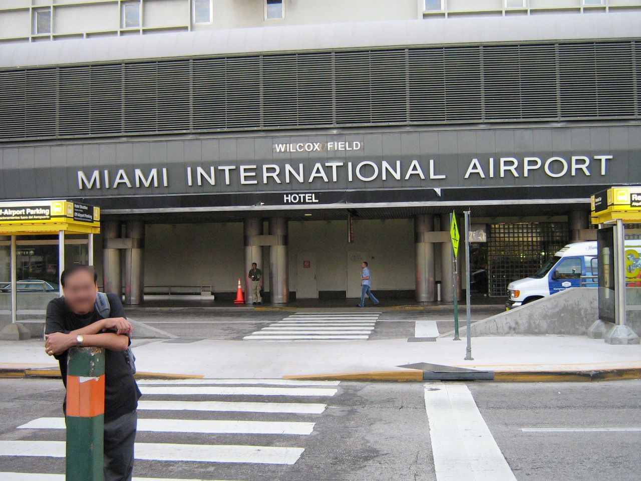 photo miamiairportterminal_censored