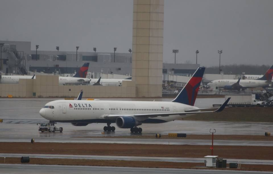 Review of Delta Air Lines flight from New York to Amsterdam