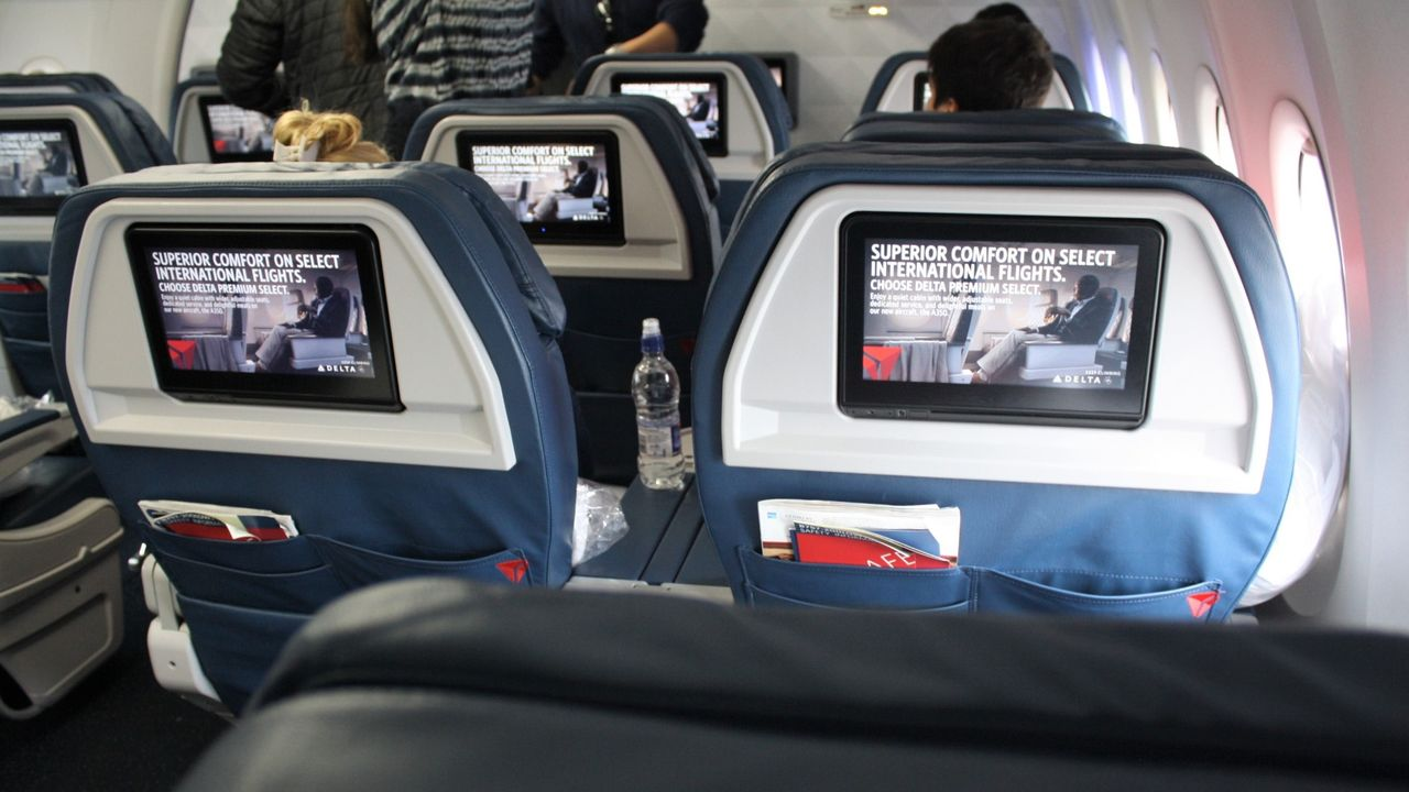 Review of Delta Air Lines flight from Reykjavík to New York in