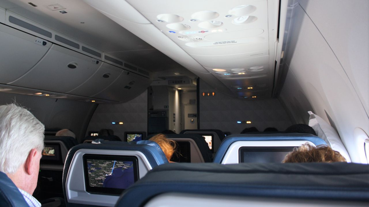 Review Of Delta Air Lines Flight From Reykjavik To New York In