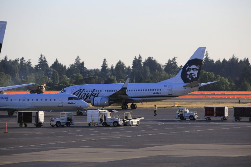photo 005--- flight alaska airlines  seattle-anchorage 48_1