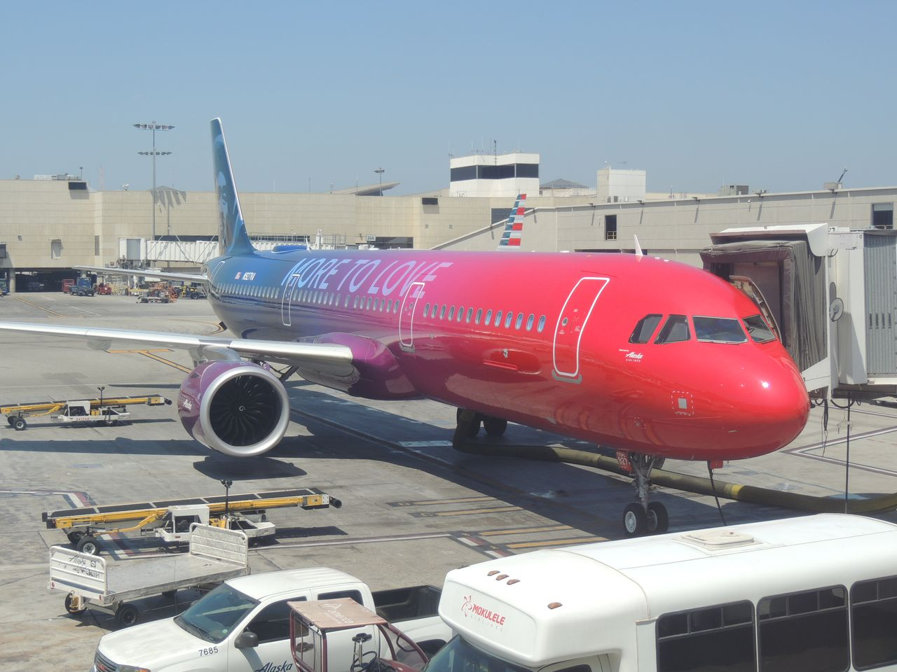 Review of alaska airlines flight from los angeles to new for Virgin america a321neo cabin