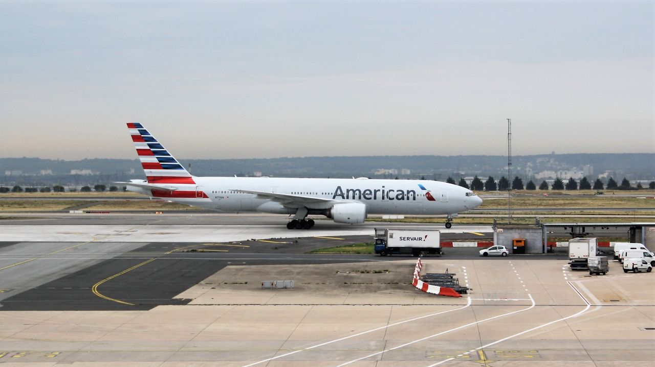 Review of American Airlines flight from Paris to