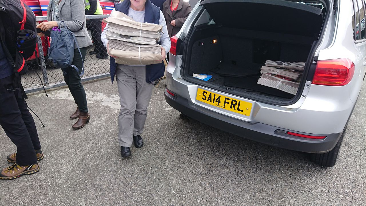 photo daily newspapers arriving