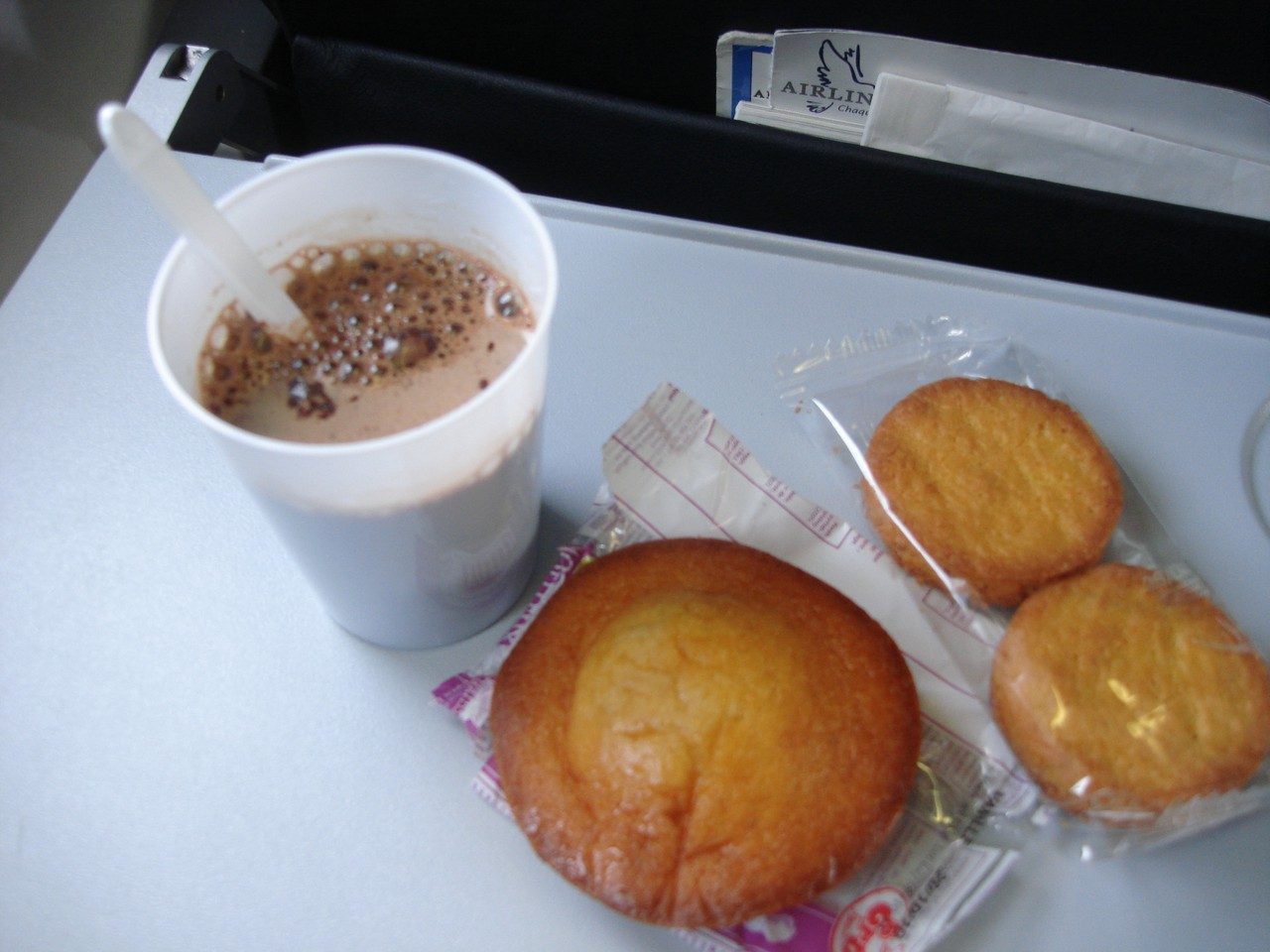 photo 22-sept-boarding-airlinair-inflight-snacking
