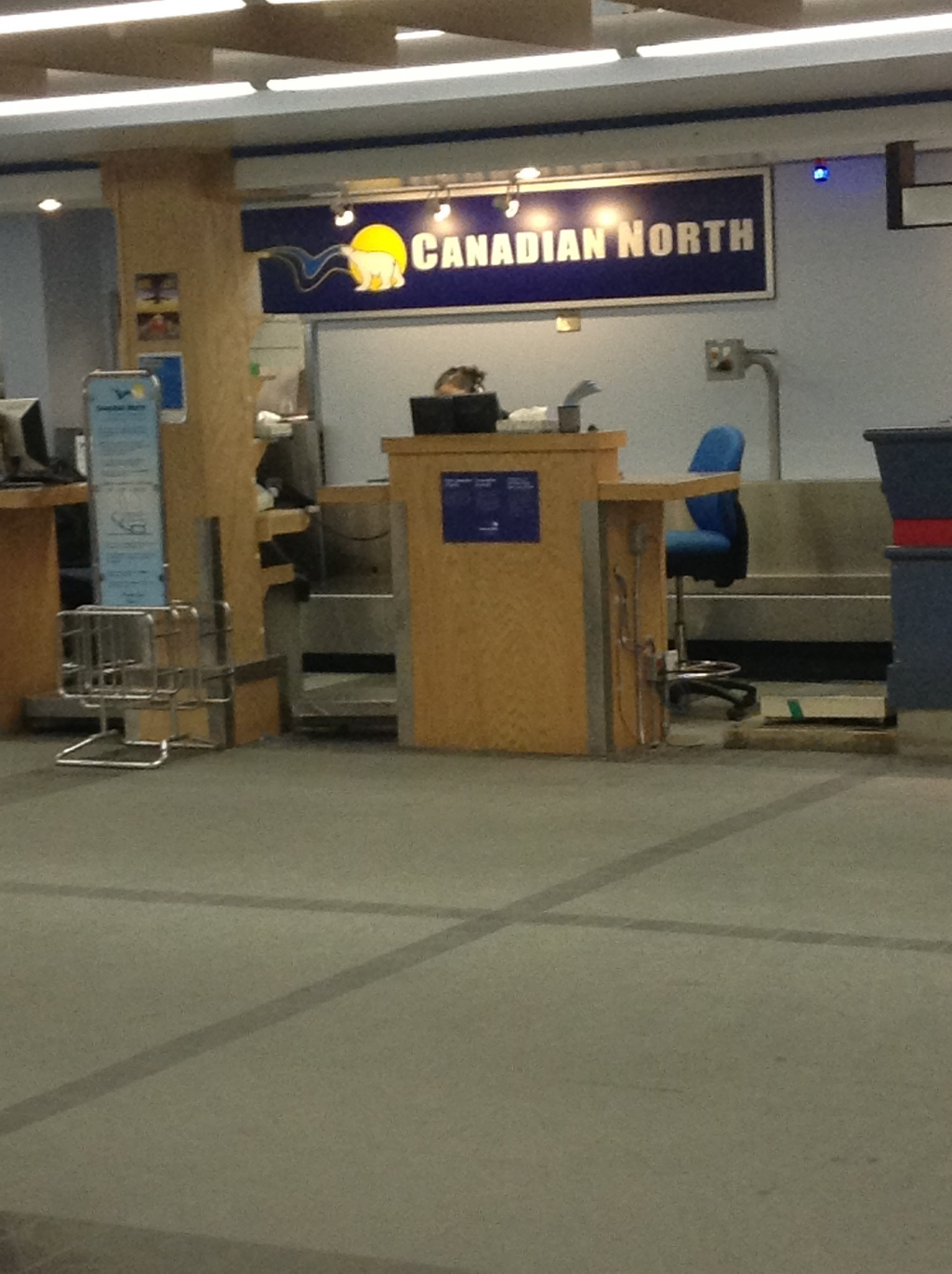 photo Canadian North Check in - Iqaluit