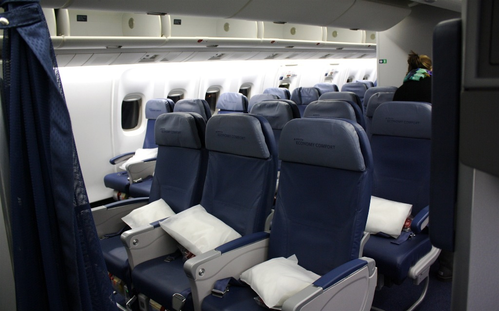 Review of Delta Air Lines flight from New York to London in