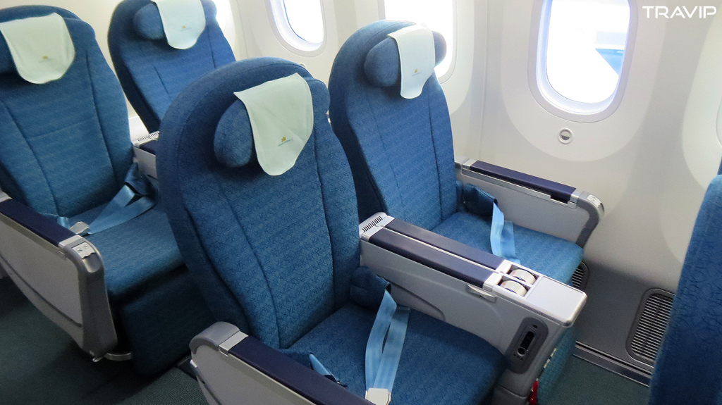 Review of Vietnam Airlines flight from Hanoi to Ho Chi Minh City in ...