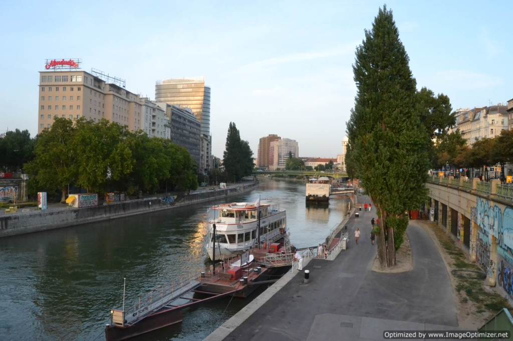 Flights Athens - Vienna from €84 with eDreams